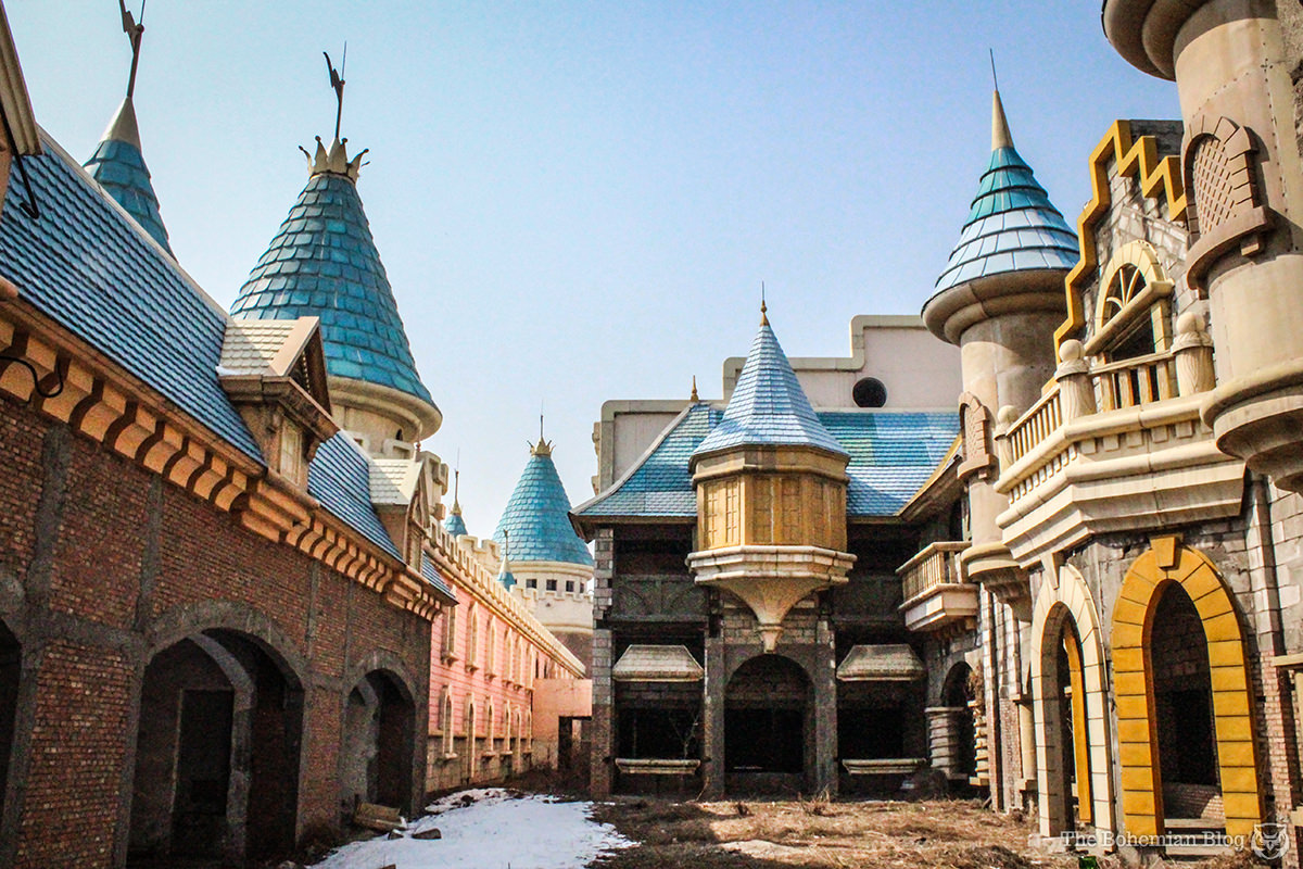China-Abandoned-Theme-Park-Wonderland-15-DR