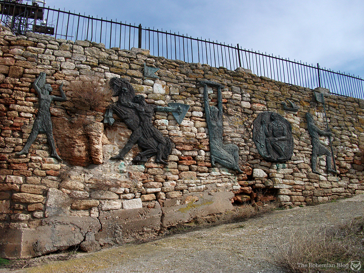 Sculpted reliefs decorate the pathway to the cliff's edge.