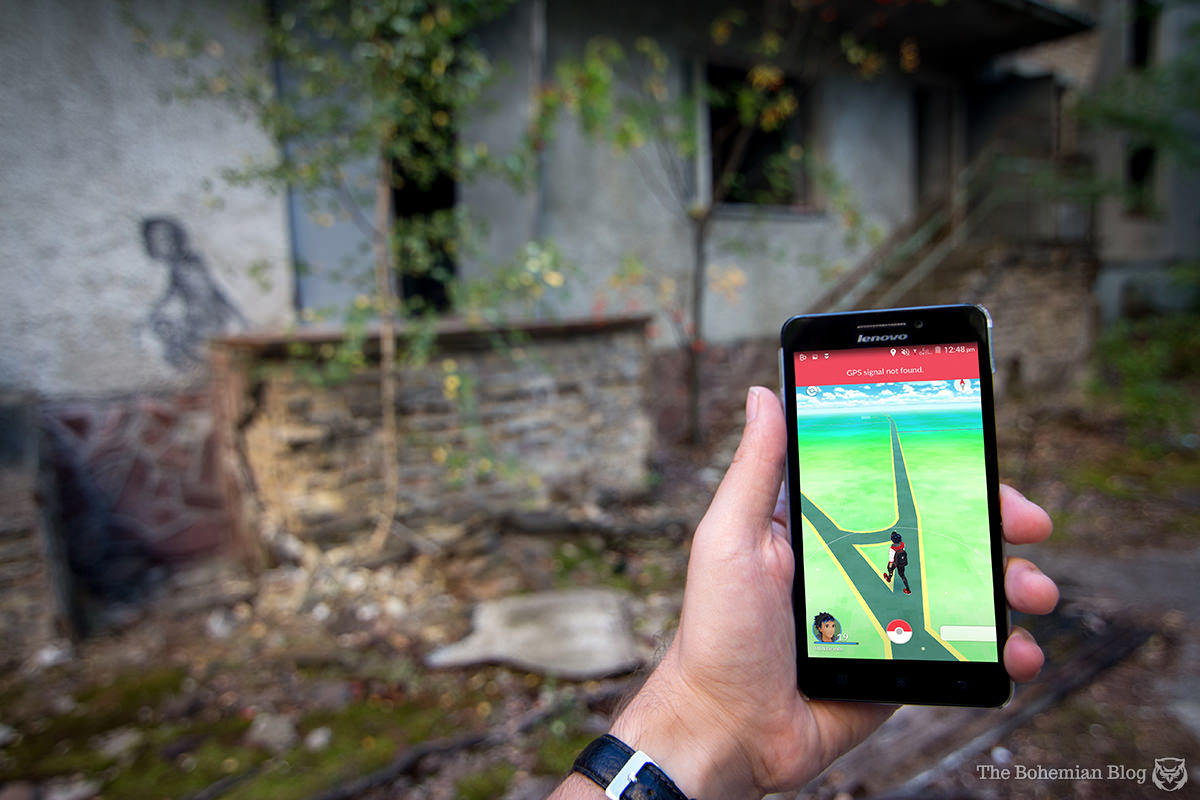 While exploring an abandoned kindergarten in Pripyat, the game tries and fails to find a GPS signal.