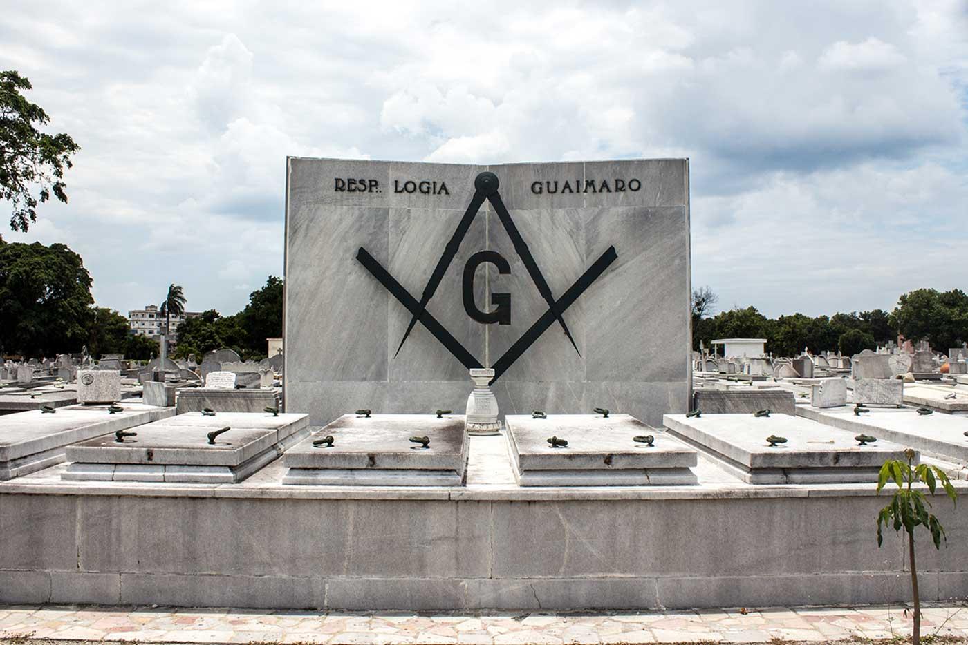 Memorial plot for 'Respetable Logia Guaimaro': Necrópolis Cristóbal Colón, Havana, Cuba.