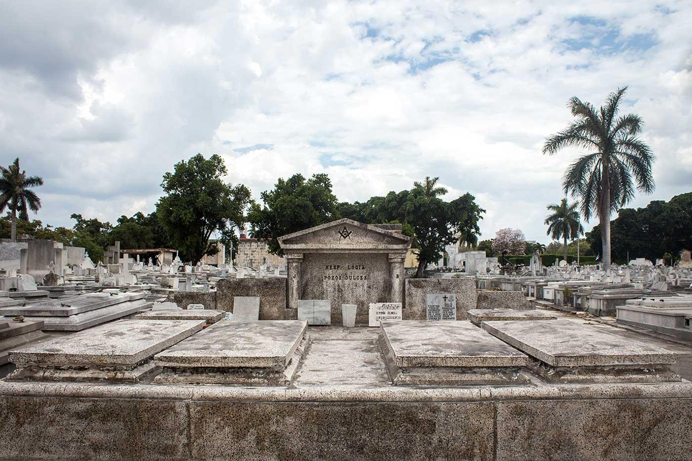 Memorial plot for 'Logia Pozos Dulces': Necrópolis Cristóbal Colón, Havana, Cuba.