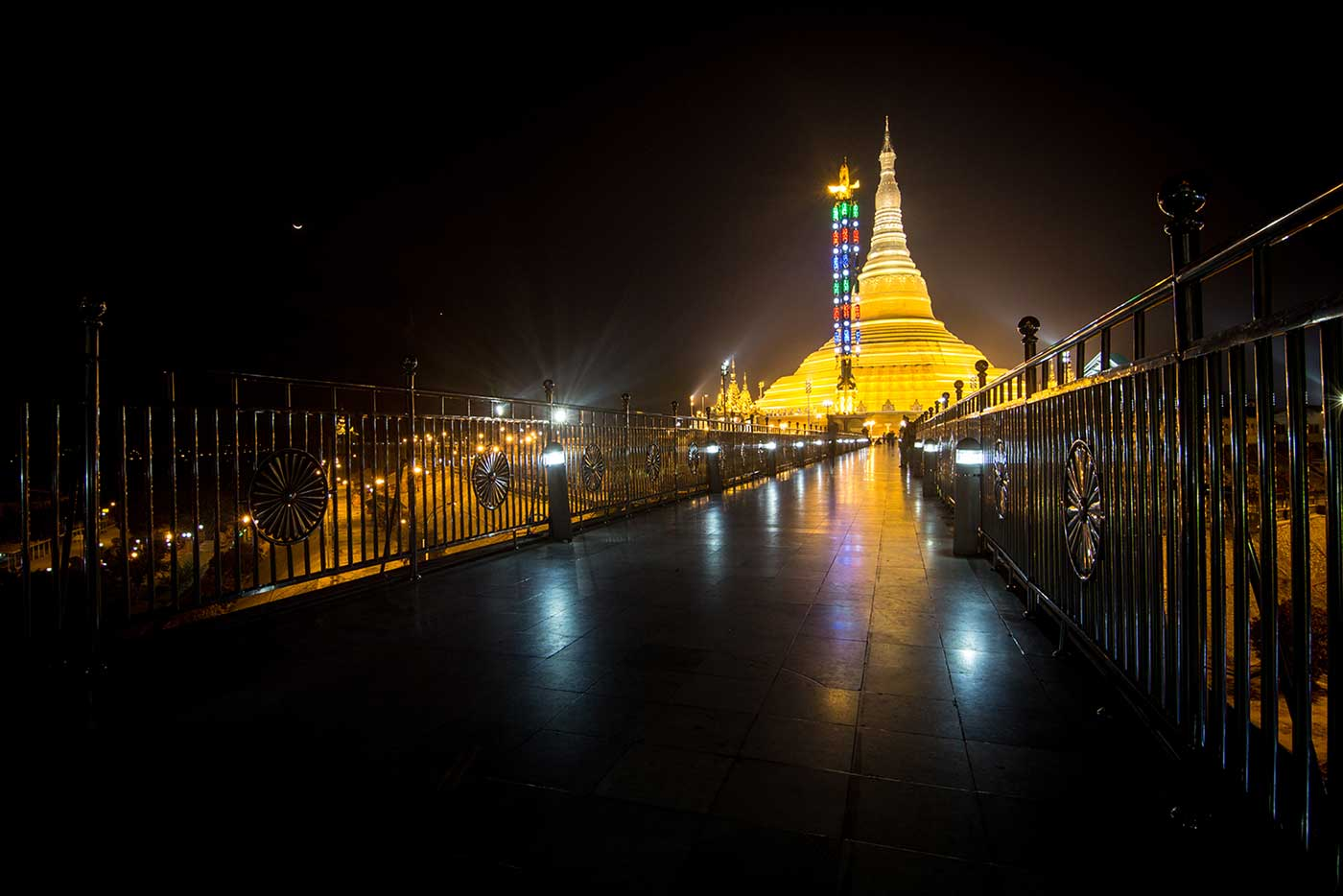 The Uppatasanti Pagoda is one of the most important landmarks in Naypyidaw. It stands 99m tall, and has a reliquary said to contain a tooth of the Buddha.