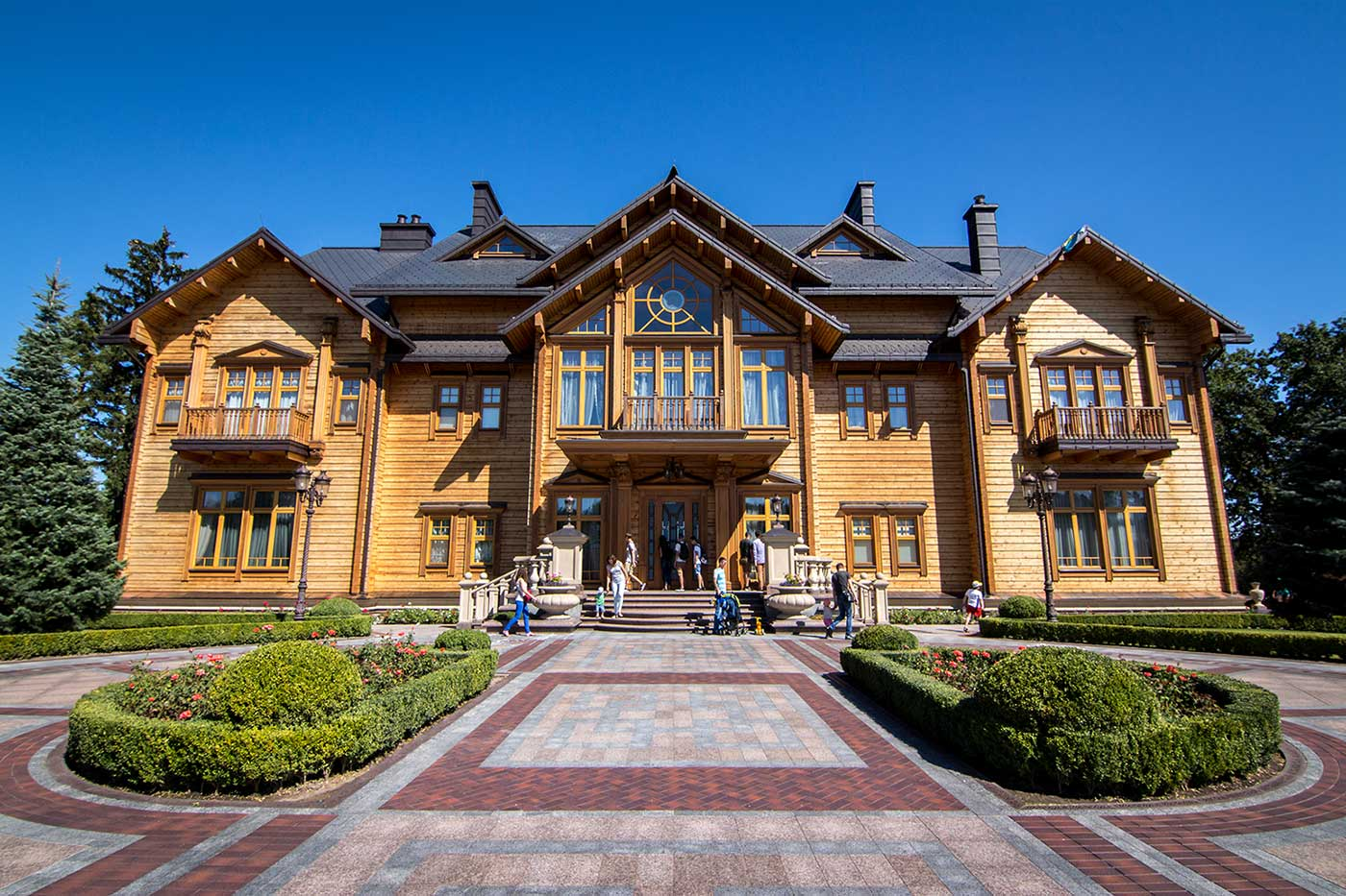 Without arrangement through Petro, visitors cannot enter the house. Mezhyhirya, Ukraine.