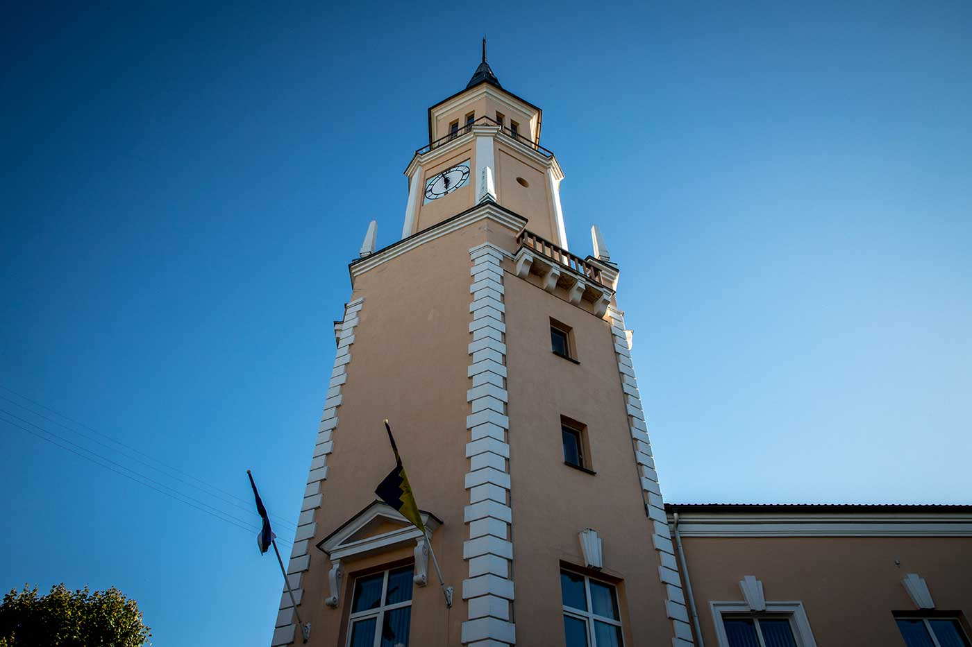Sillamäe Town Hall was built in the style of a traditional Estonian Lutheran church.