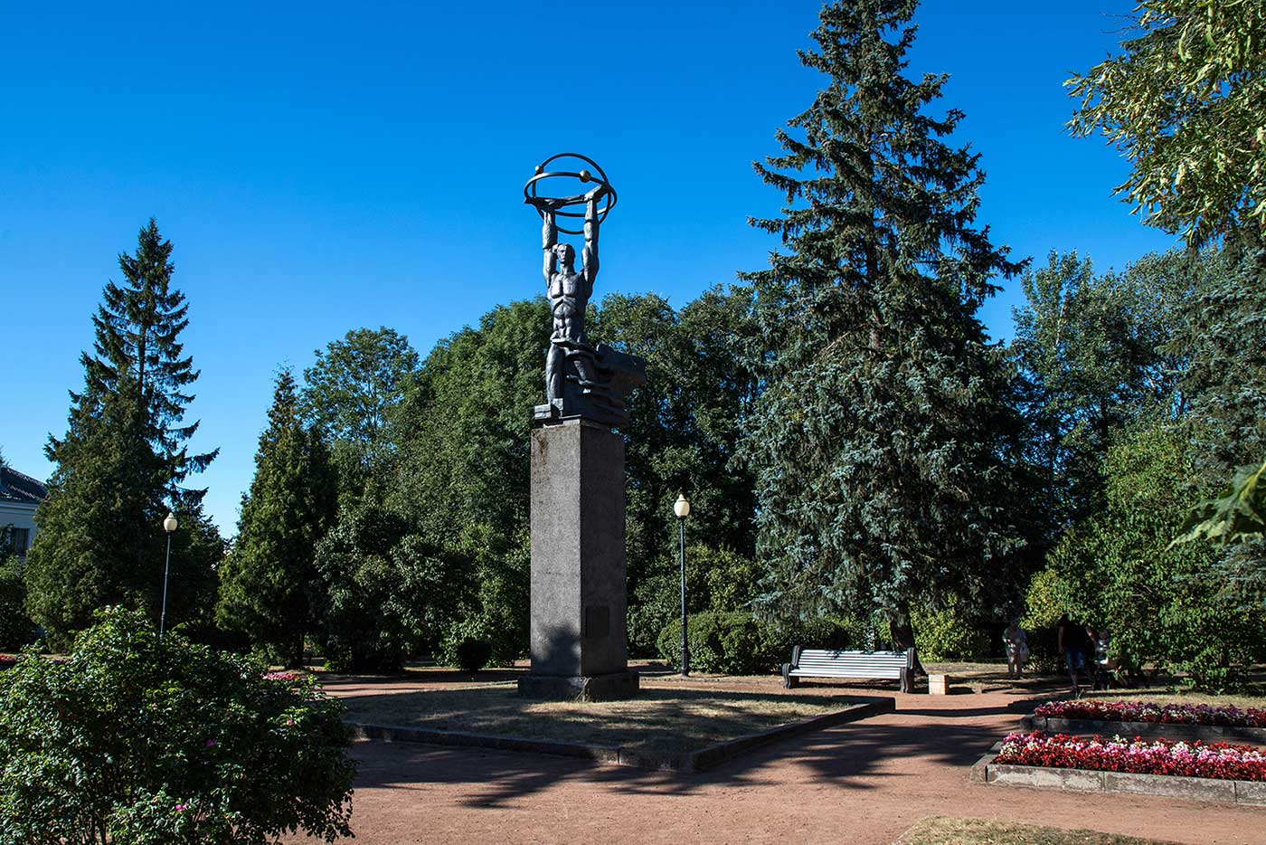 The new monument unveiled in 1987 depicts a superhuman form lifting an atom.