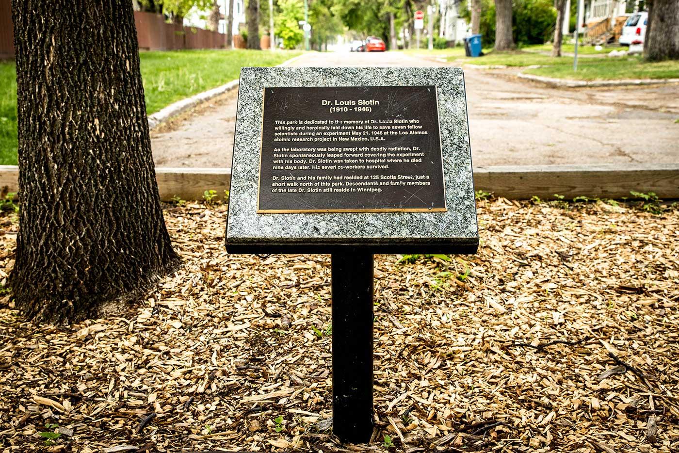 A commemorative plaque in honour of Dr Louis Slotin. Luxton Avenue, Winnipeg.